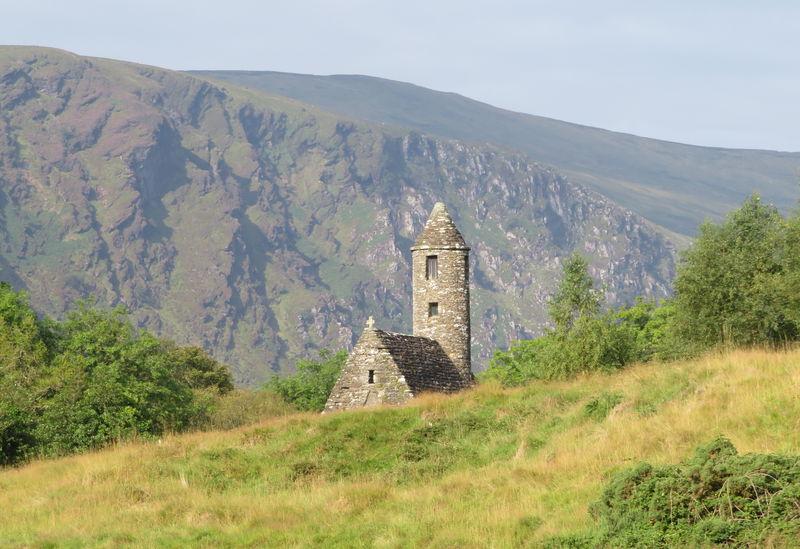 アイルランドの歴史を見続けた建物「グレンダロッホの初期教会群」