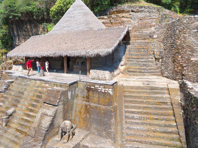 メキシコでも珍しい山の中の遺跡