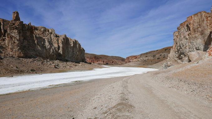 近くには「塩の川」と「虹の大地」