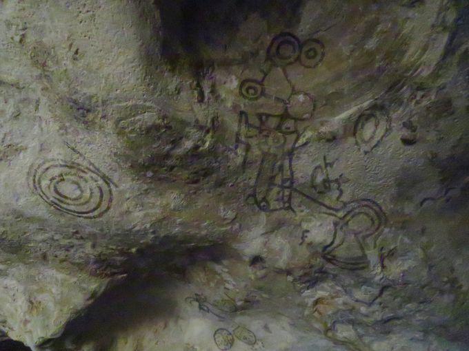 古代人の壁画が今も残る