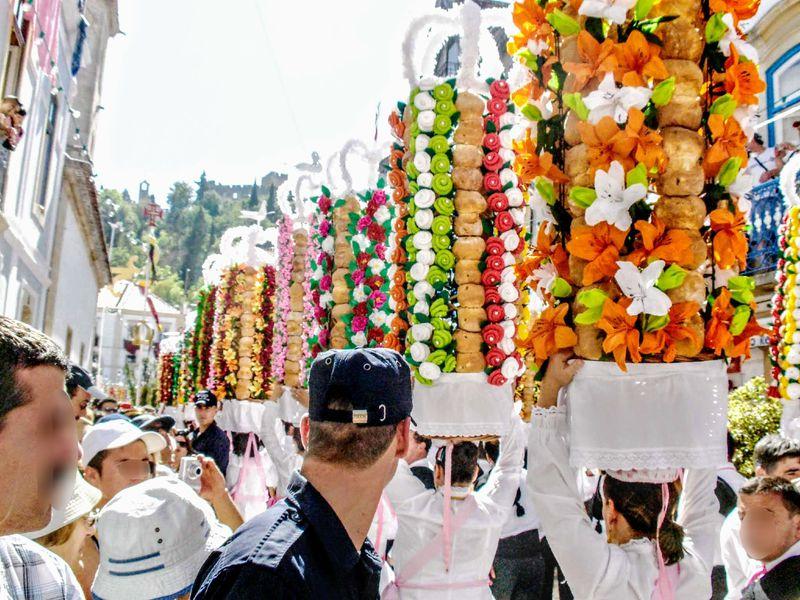 4年に1度開催!ポルトガル「タブレイロスの祭り」が圧巻の華やかさ