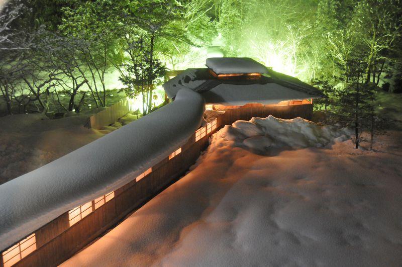 本州最北端・下北半島の秘湯、薬研温泉で雪景色を眺めながらの露天風呂と日本一の大間のマグロで舌鼓!