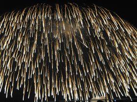 夜空を覆う世界一の四尺玉!越後片貝の花火大会はド迫力!