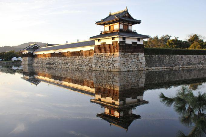 夕日に映える広島城の櫓