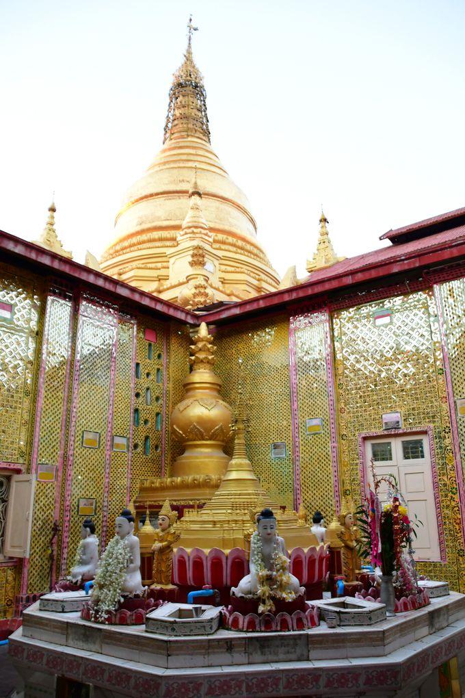 丘全体が仏教の聖地マンダレーヒル