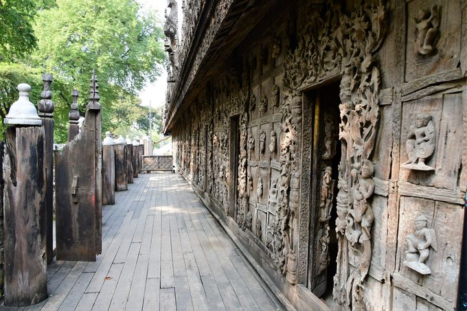 木造彫刻が見事なシュエナンドー僧院