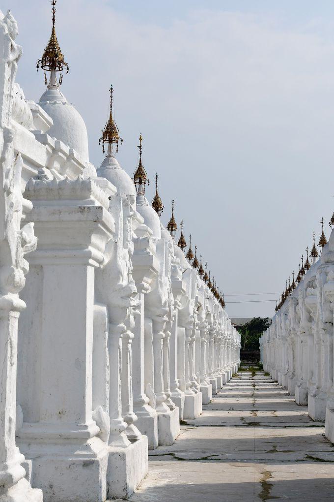 世界最大の教典を納めた驚異の仏塔群クドードォ・パゴダ