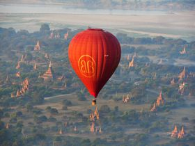 ミャンマーのバガンで熱気球に乗って世界三大仏教遺跡を空中散歩