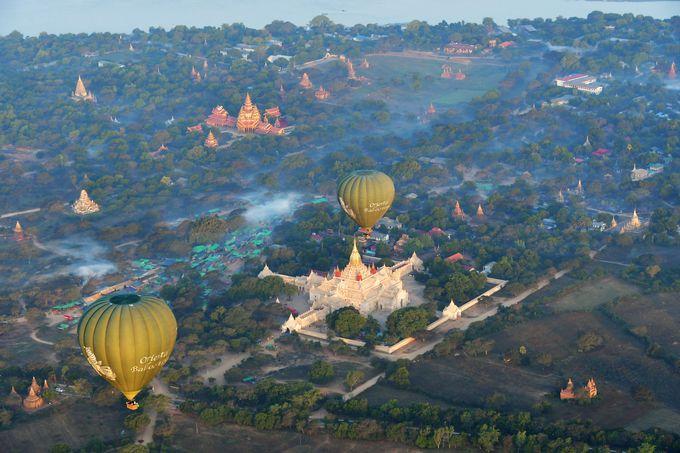8.熱気球に乗って見る古都バガンの世界三大仏教遺跡(バガン)