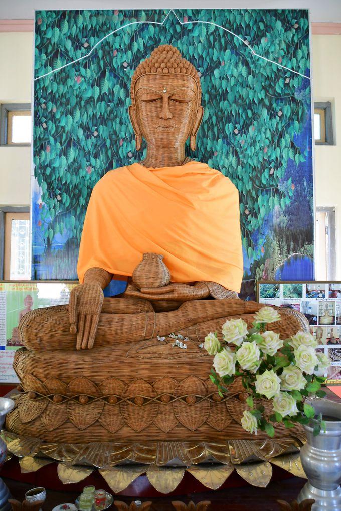 竹を編んで造られた仏像