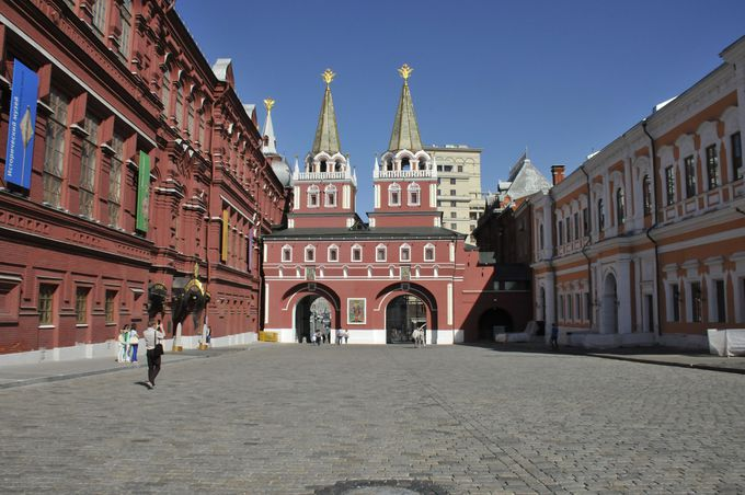 国立歴史博物館とカザンの聖母聖堂