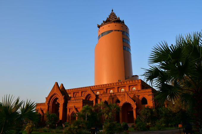 バガン観光のスタートは日の出から