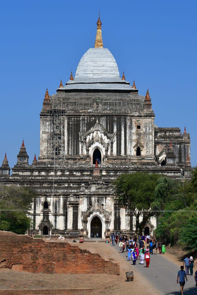 アーナンダ寺院とタビィニュ寺院