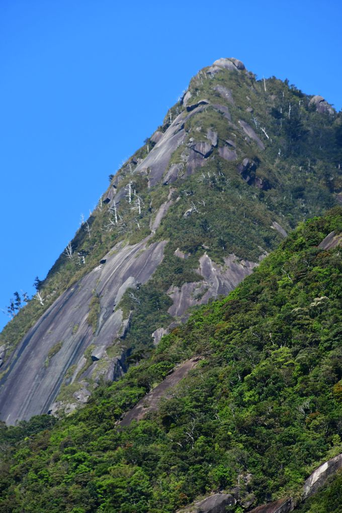 千尋の滝とモッチョム岳