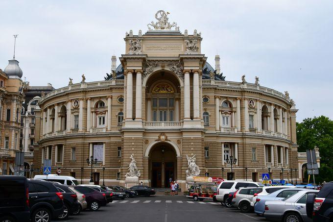 オペラ・バレエ劇場