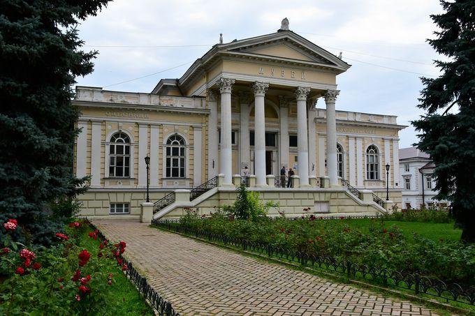博物館、市庁舎、愛の橋