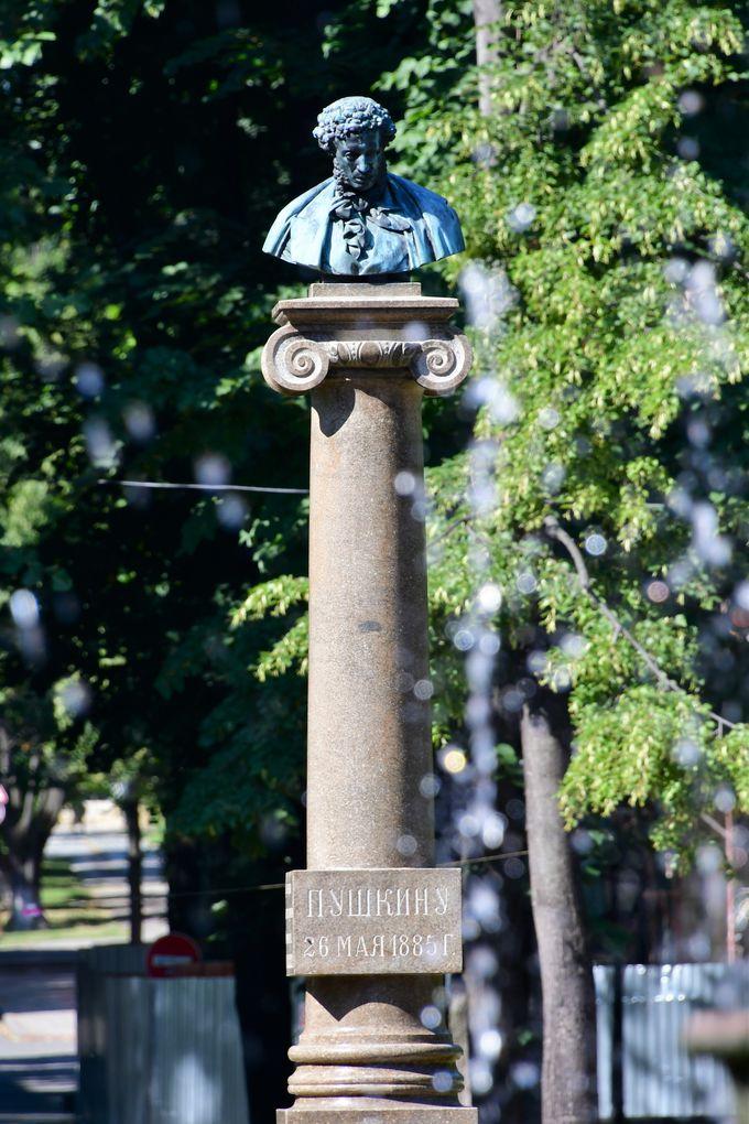 シュテファン大公像とシュテファン・チェル・マレ公園