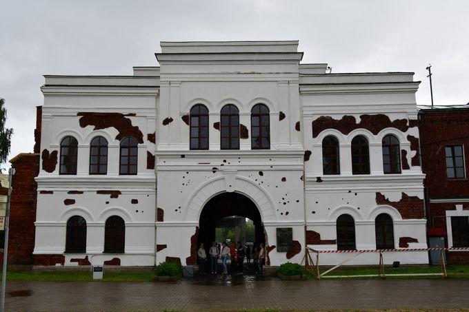 ホルムスク門とシュティク・オベリスク