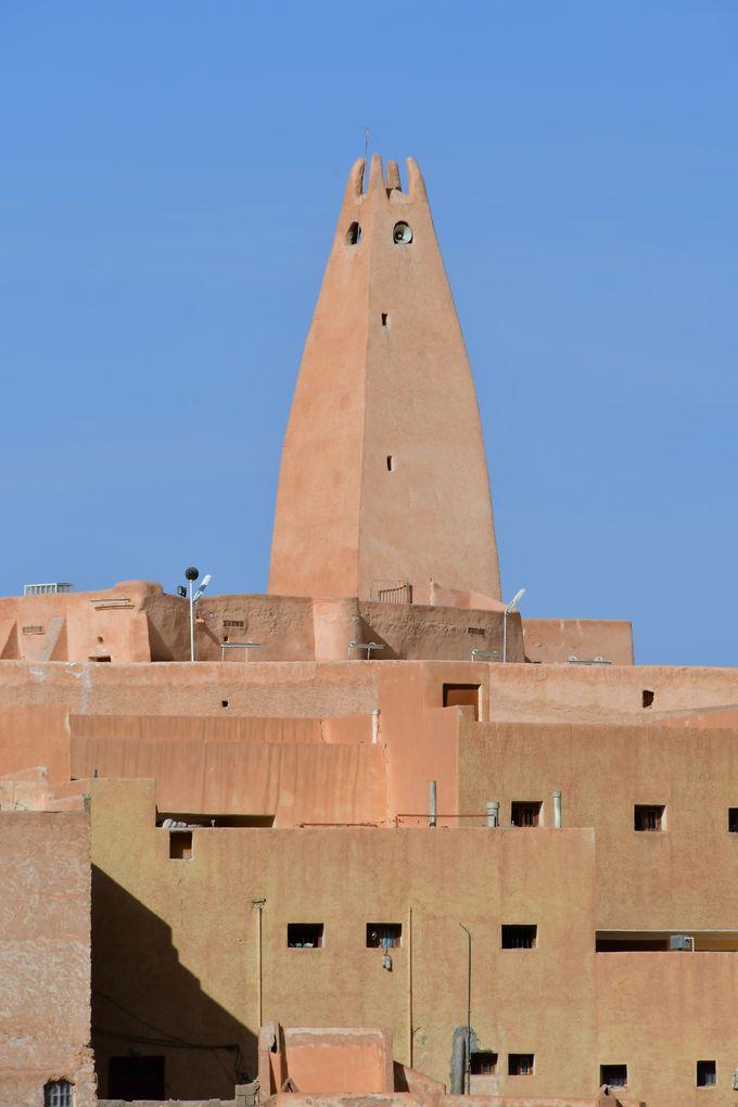 二番目に造られたブヌラと、聖人の墓所のあるメリカの町