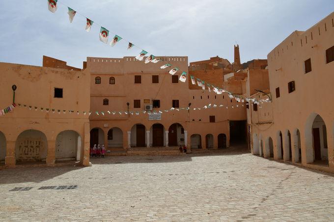最古の町エル・アティフ