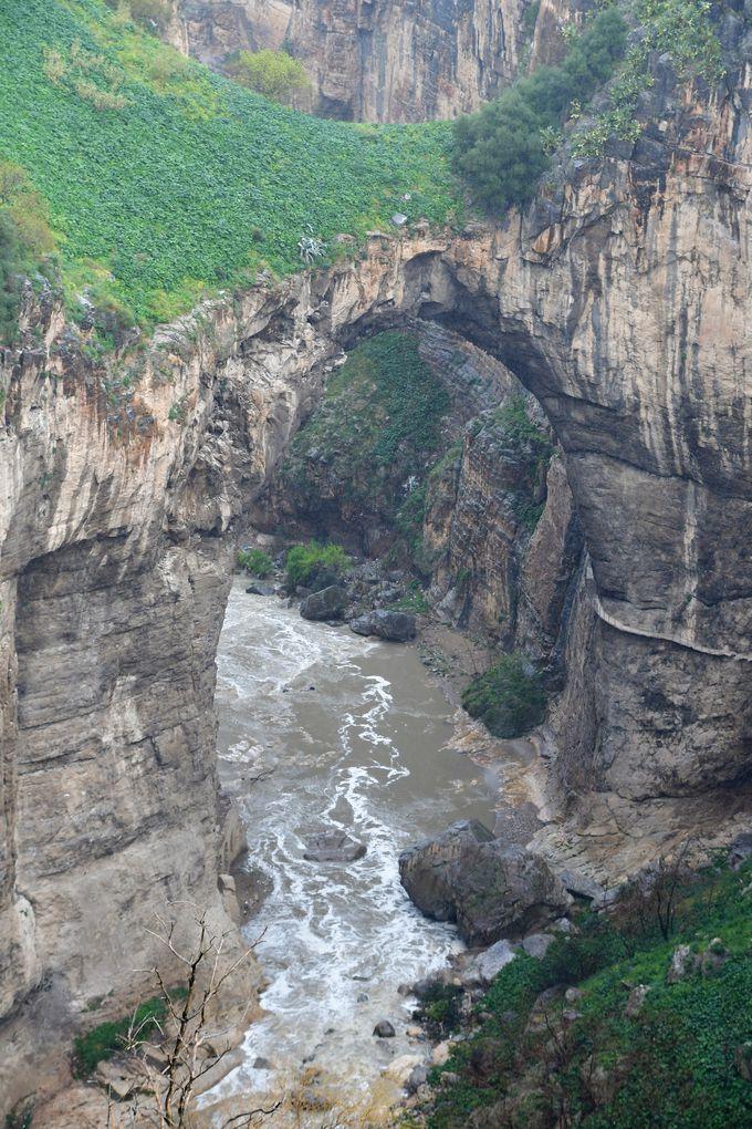リュメール峡谷とバブ・エルカンタラ橋