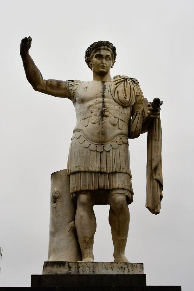 都市名はローマ皇帝から