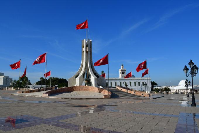 カスバ広場とメディナ(旧市街)のモスク