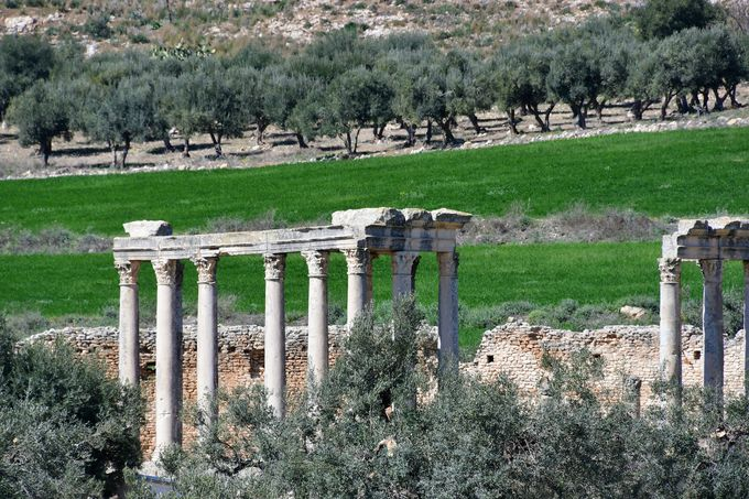 凱旋門と神殿 ローマ時代以前の建築物
