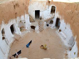 洞窟住居が映画のロケ地にも!チュニジア「マトマタ」の見どころ