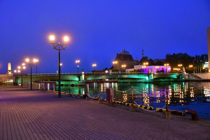 まなぼっと幣舞と釧路川の夜景