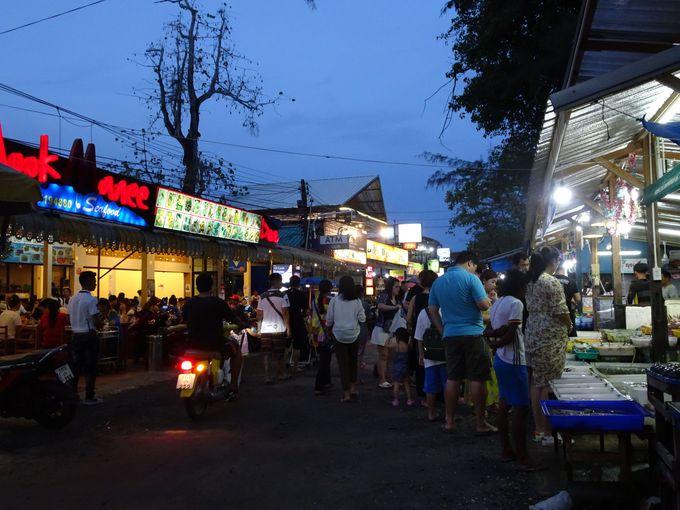 夕食:安くて新鮮な魚介類をラワイビーチで食す