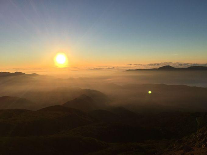 薄靄の山々から上る美しすぎるご来光