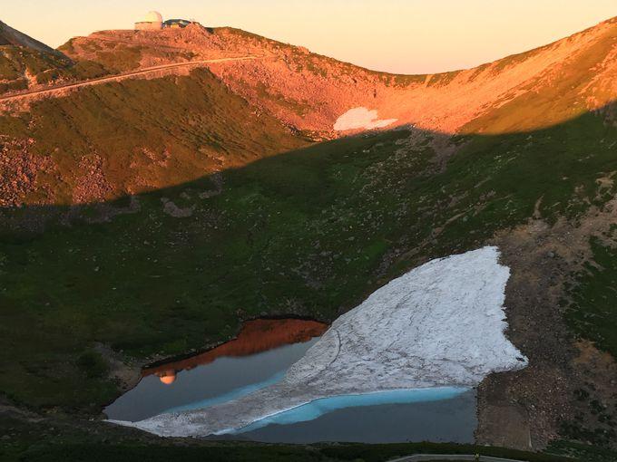 夏場でも氷が残る不消ヶ池