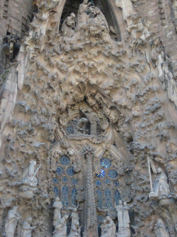 世界中の旅行者を魅了する世界遺産 サグラダファミリア