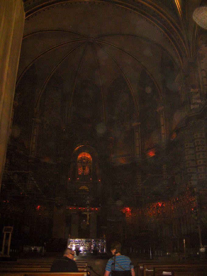 信仰を集める 世にも珍しい黒いマリア像