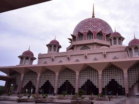 クアラルンプールで最も美しい フォトジェニックなピンクモスクの魅力