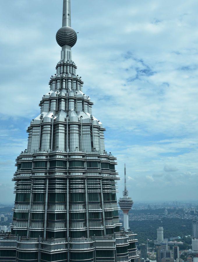 大迫力のツインタワー 地上からの眺め