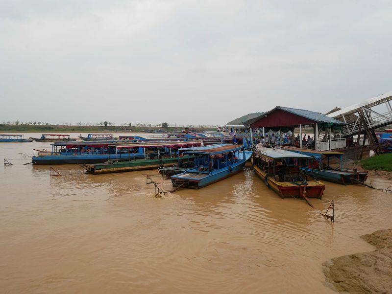 東南アジア最大の湖 百万人が暮らすカンボジア・トンレサップ湖