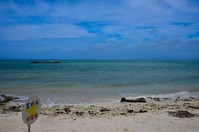 星の形をした砂が散らばるカイジ浜