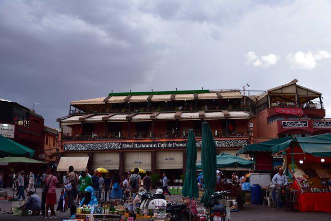 可愛い雑貨が集まる迷路状の市場(旧市街)