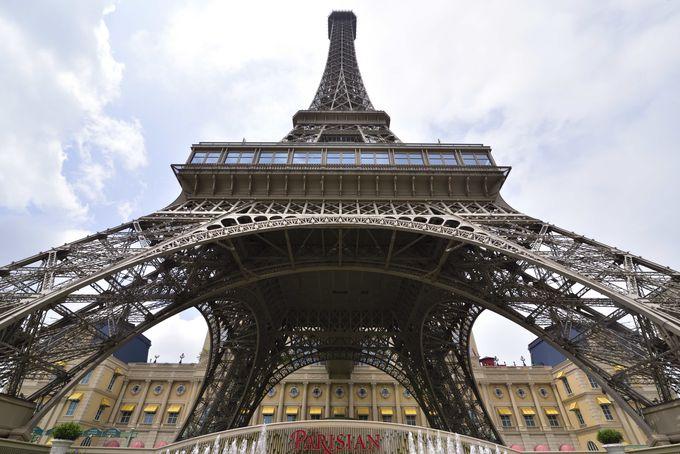 エッフェル塔がそびえるパリジャン