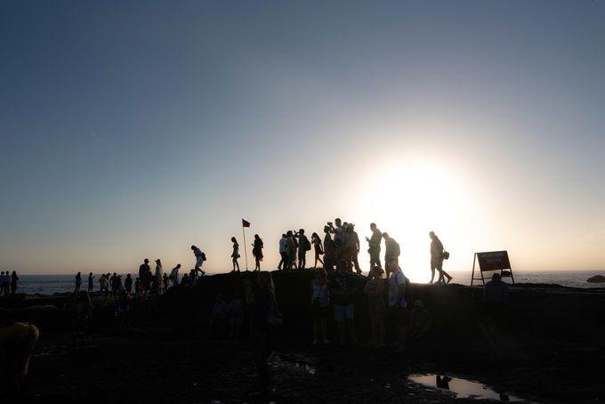 沈む夕陽が描く美しいシルエット