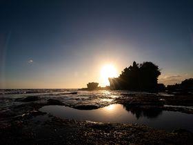 海に浮かぶバリ島の絶景「タナロット寺院」