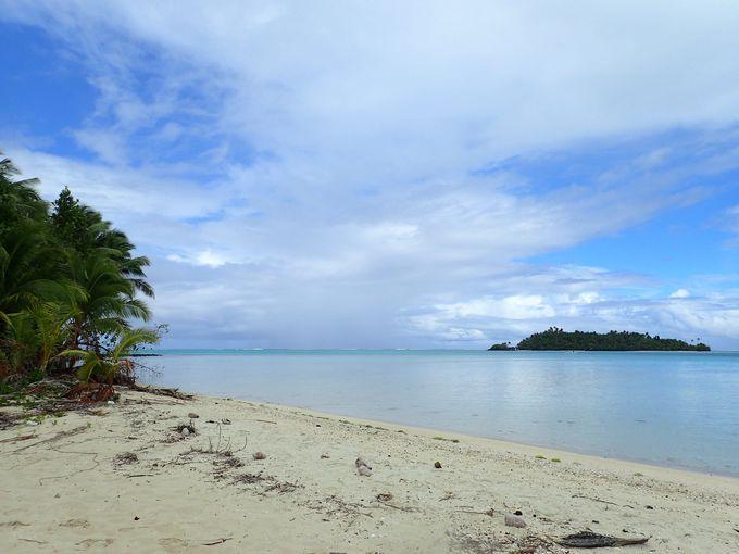 美しい海がすぐ目の前「ラロトンガ島」のビーチ