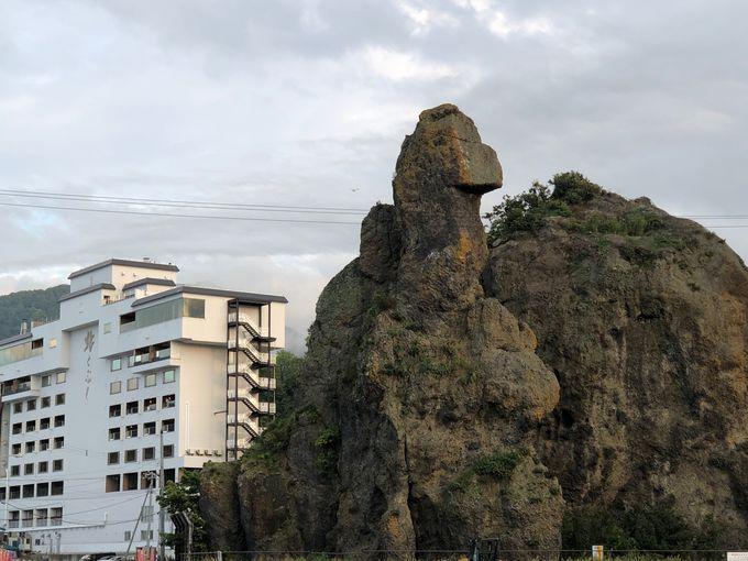ウトロの2大奇岩 オロンコ岩とゴジラ岩