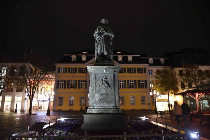 ベートーヴェン像が見守るミュンスター広場