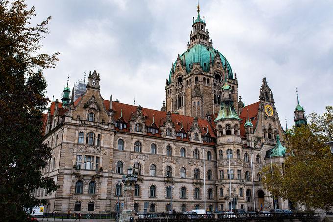 街のランドマーク「新市庁舎」