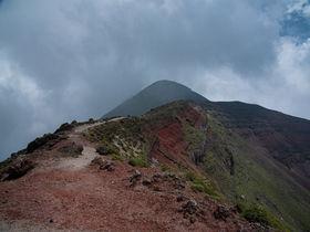 坂本龍馬夫妻も登頂した鹿児島の霊峰・高千穂峰