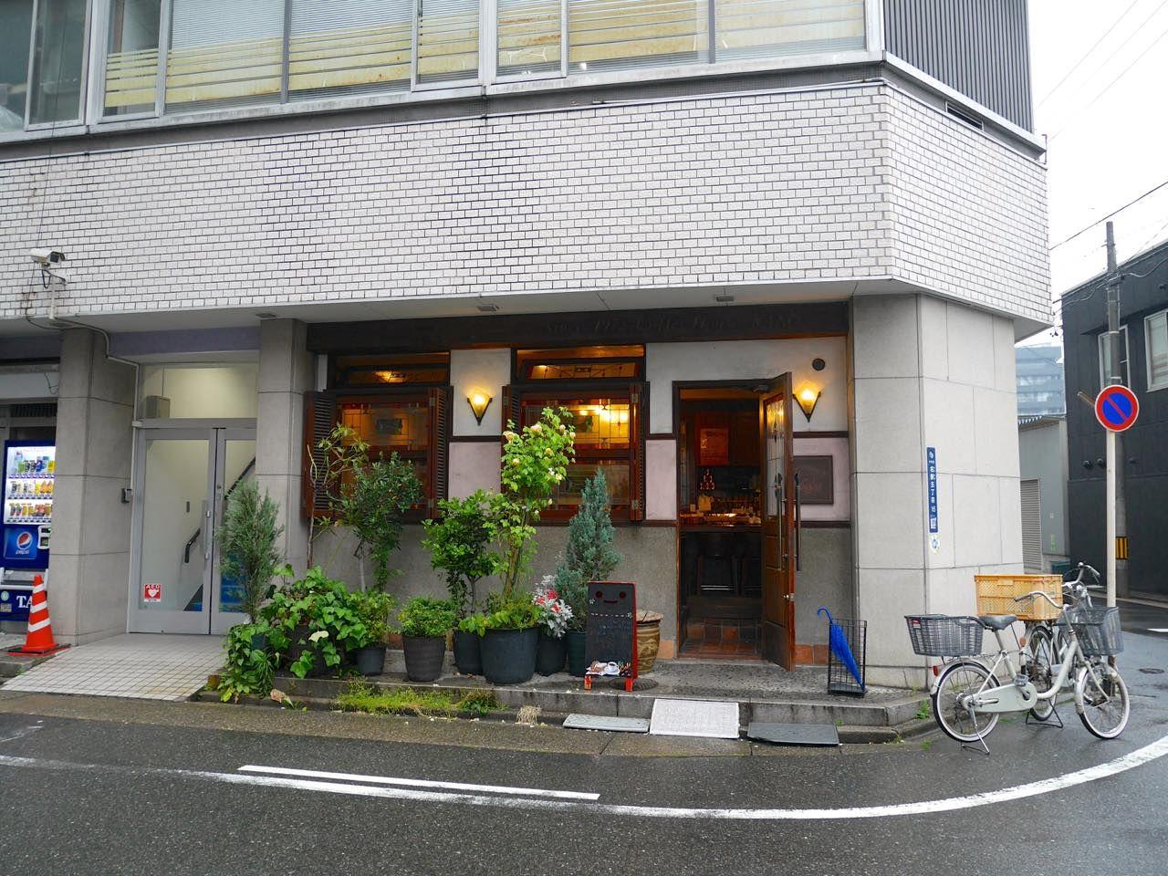 名古屋駅から歩いていける老舗珈琲店の人気モーニングへ