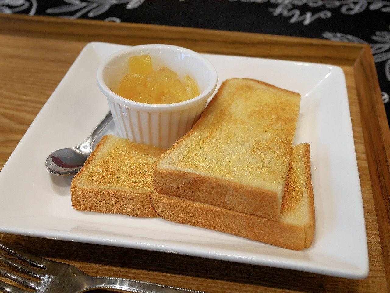 フルーツサンド+トースト!?ボリューム満点のモーニング